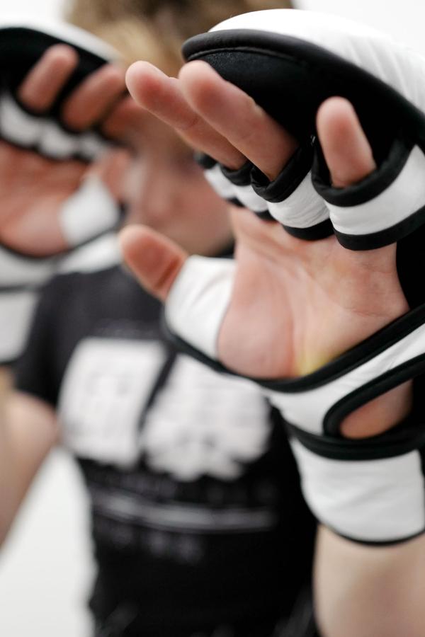 fengbao kung fu 1080 wien shop mma handschuhe kampfsport grappling boxen squashed